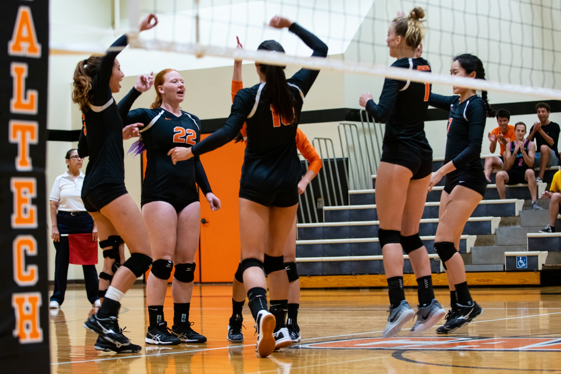 Caltech Stuns Whittier in SCIAC Volleyball Opener