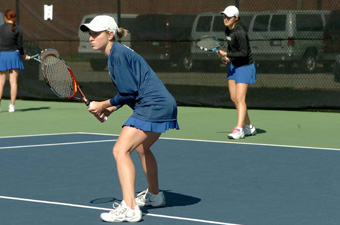 Women's tennis moves to 3-0 with sweep of Bentley
