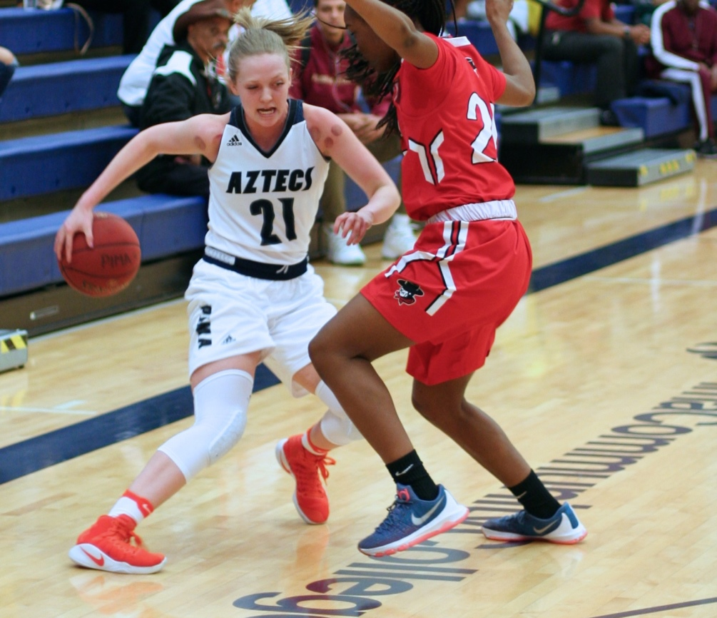 Aztecs women's basketball dominate at South Mountain CC