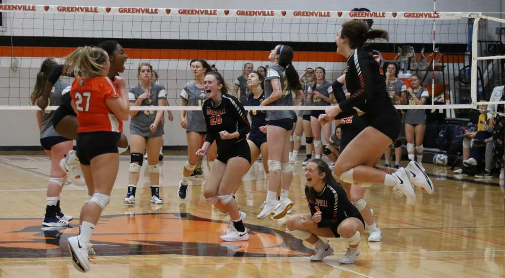 Women's volleyball survives five-set battle with Webster