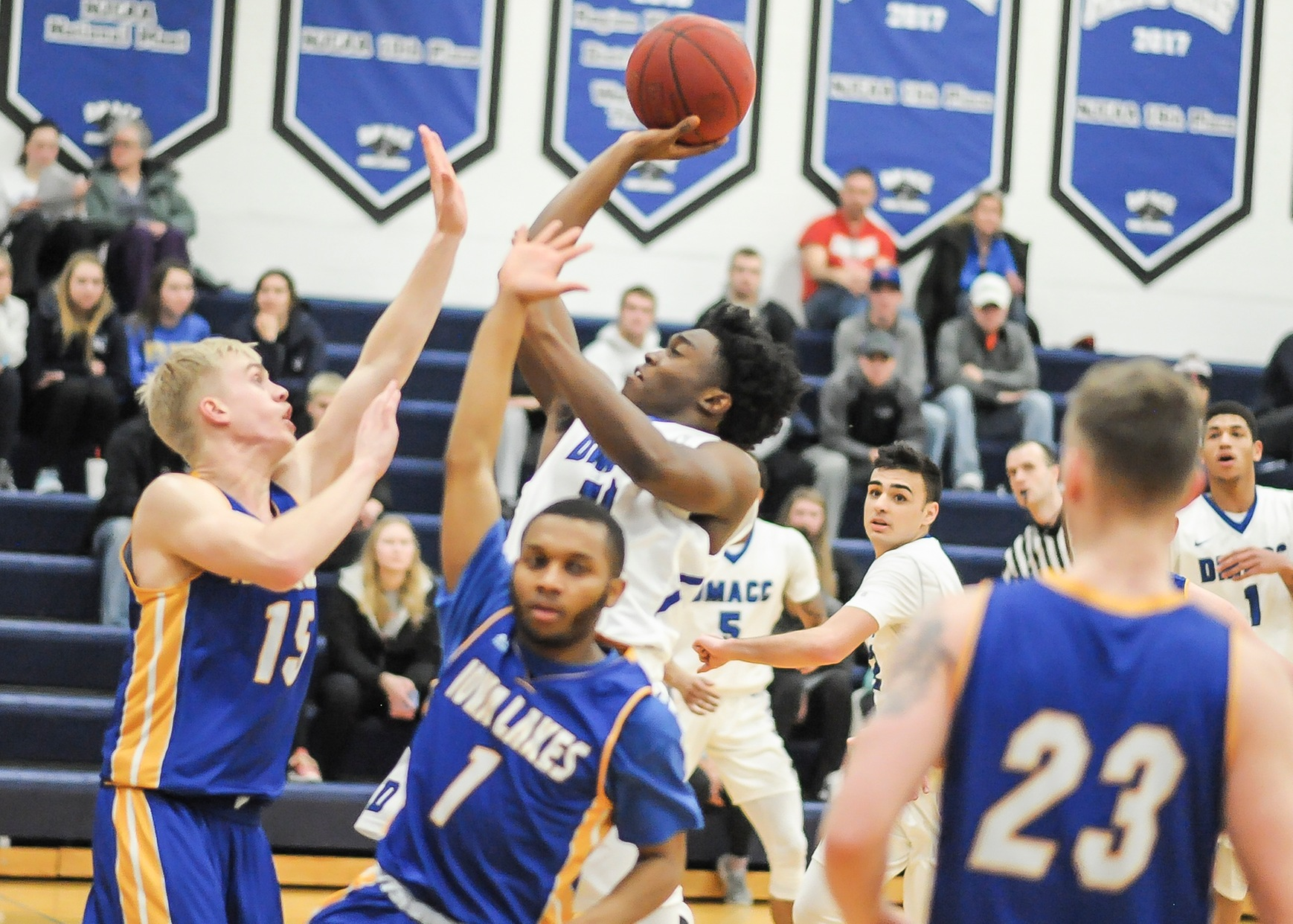DMACC Men's Basketball Team Falls to Iowa Lakes, 96-90