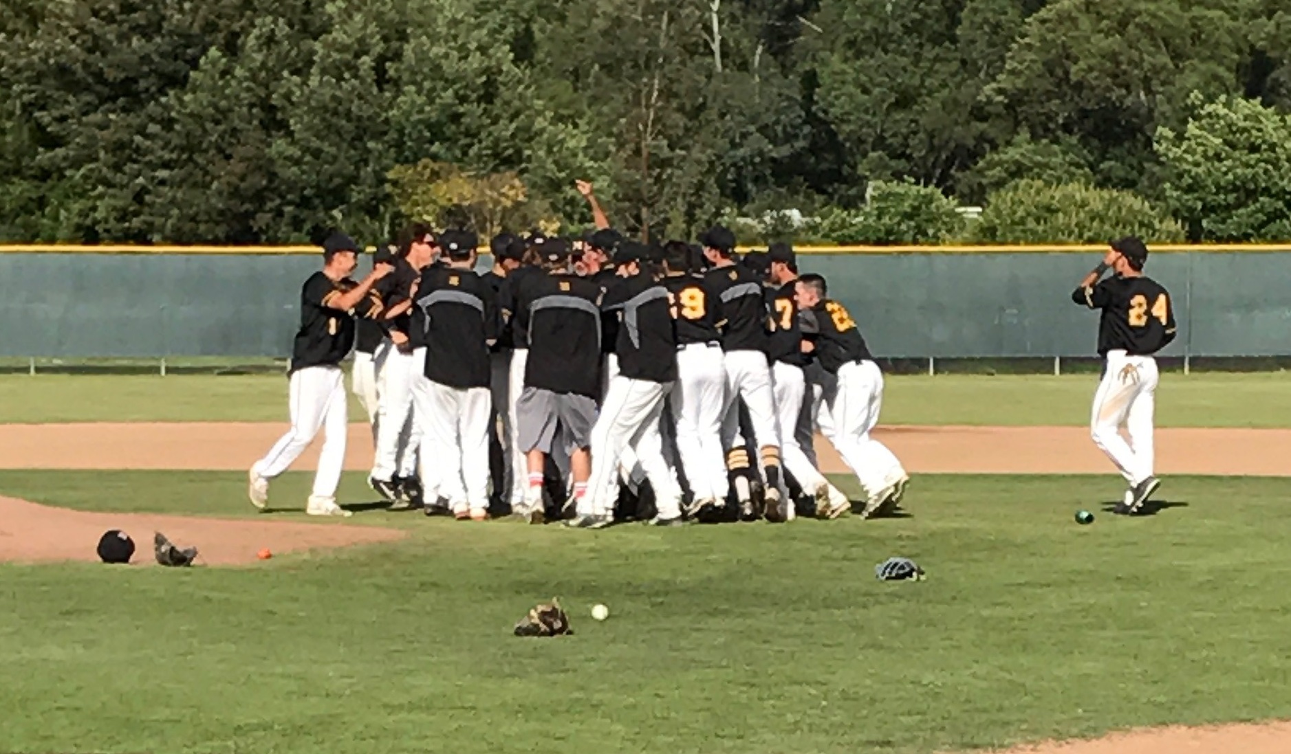 COM Baseball Clinches Bay Valley Conference Title With 12-1 Victory Over Los Medanos