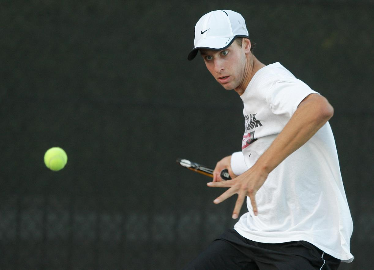 Men's Tennis Remains Unbeaten at Home, Dropping Penn 6-1