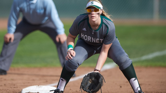 SOFTBALL STRANDS 10 RUNNERS IN 1-0 LOSS TO UC RIVERSIDE