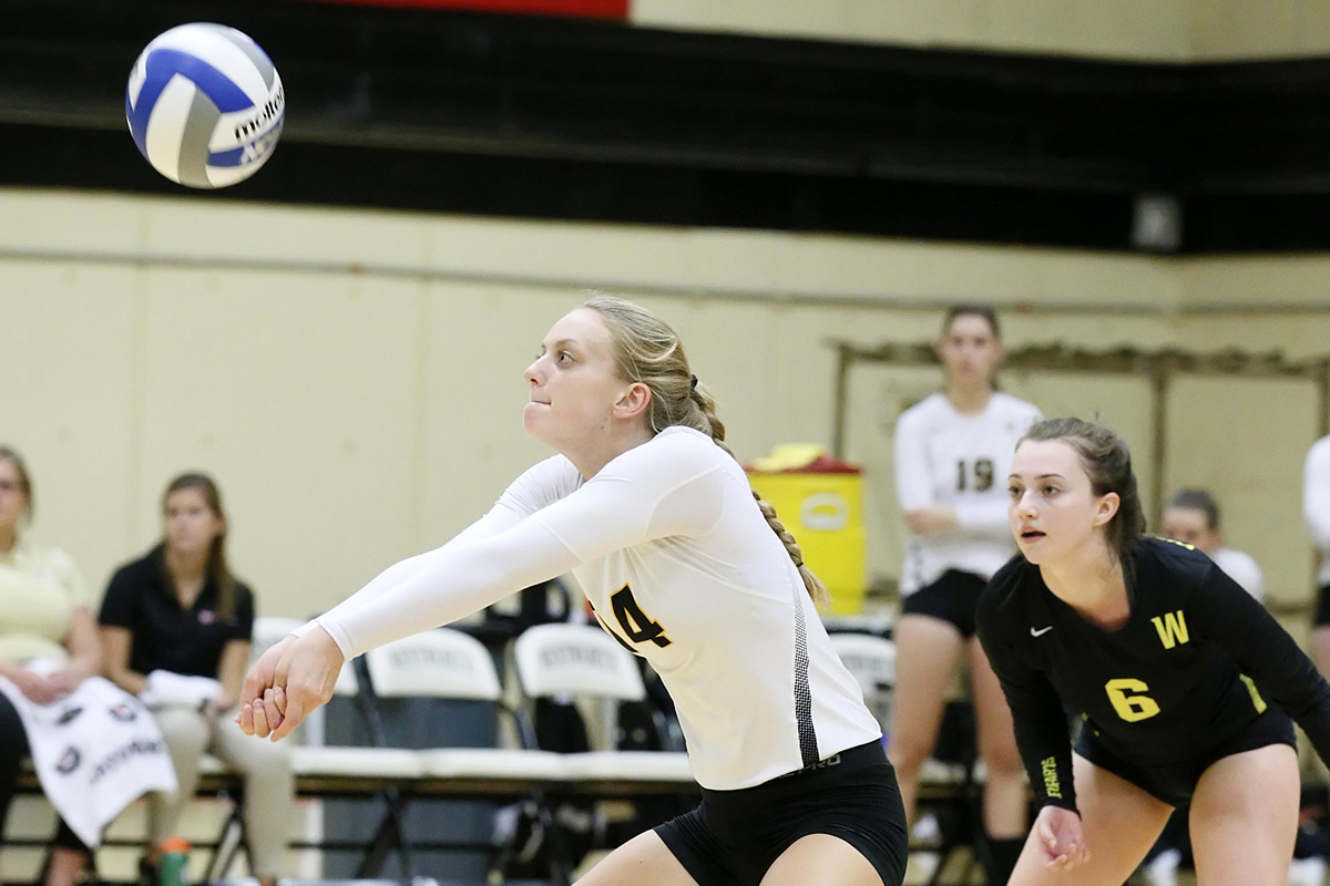 Balanced Attack Lifts Women's Volleyball to Fourth Straight Win
