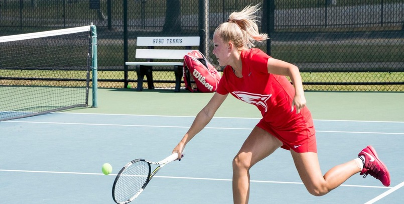 Tennis Moves to 3-1 After Victory at Michigan Tech