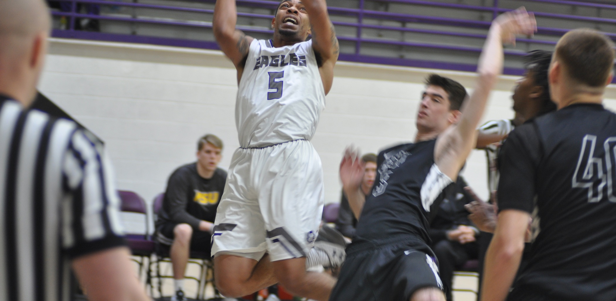 Hardin-Simmons Men Drill 28 Three-Pointers In Win