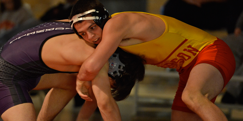 Wrestlers go 2-2 at Midwest Duals