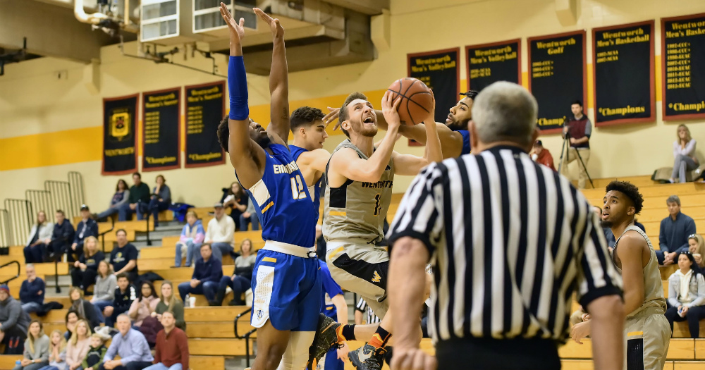 Worcester State Holds off Men's Basketball
