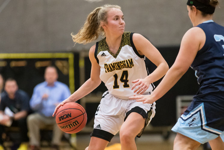 O'Day and Velozo Combine for 39 as Women's Basketball Downs Becker 72-61