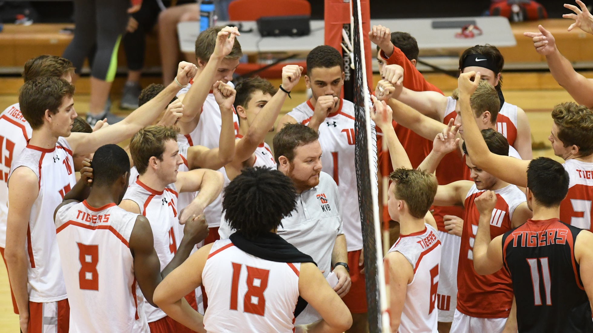 Men's Volleyball Splits Day With Fontbonne & Hiram