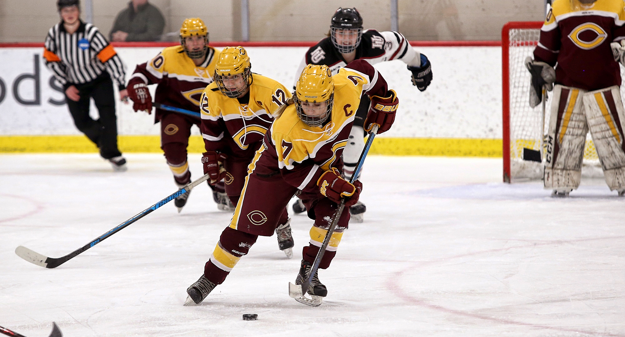 Senior captain Sage Barta carries the puck up the ice during the Cobbers' series finale at Hamline. (Photo courtesy of Ryan Coleman, D3photography.com)