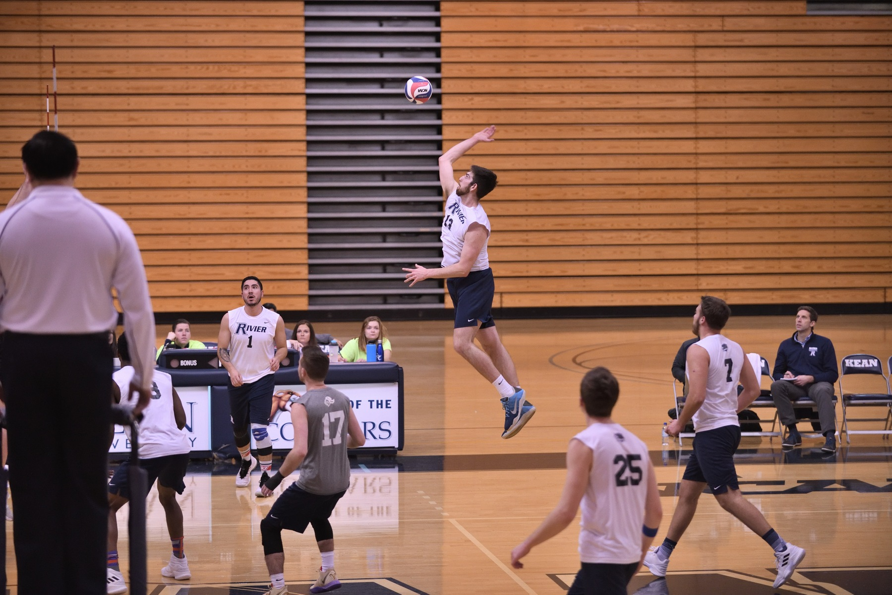 Men's Volleyball: Raiders outplayed by Mustangs in a 3-1 loss.