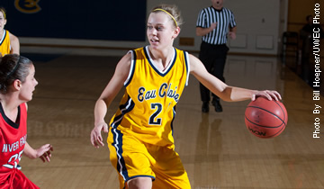 Dominating Second Half Performance Leads Blugolds Past Stout