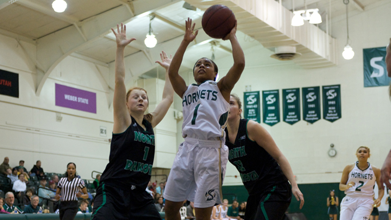 WOMEN'S BASKETBALL OUTLASTS NORTH DAKOTA IN 110-104 SHOOTOUT
