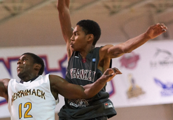 Men's Basketball triumphant comeback downs LIU Post to open 2014-15 campaign