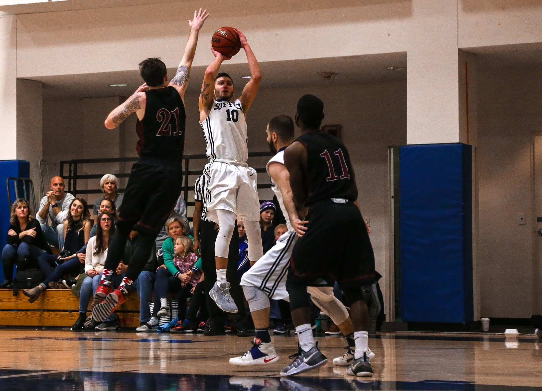 Men's Basketball Soars Past Rivier, 89-62