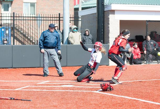 Softball Stays Unbeaten In Conference Play With Sweep of Mavericks