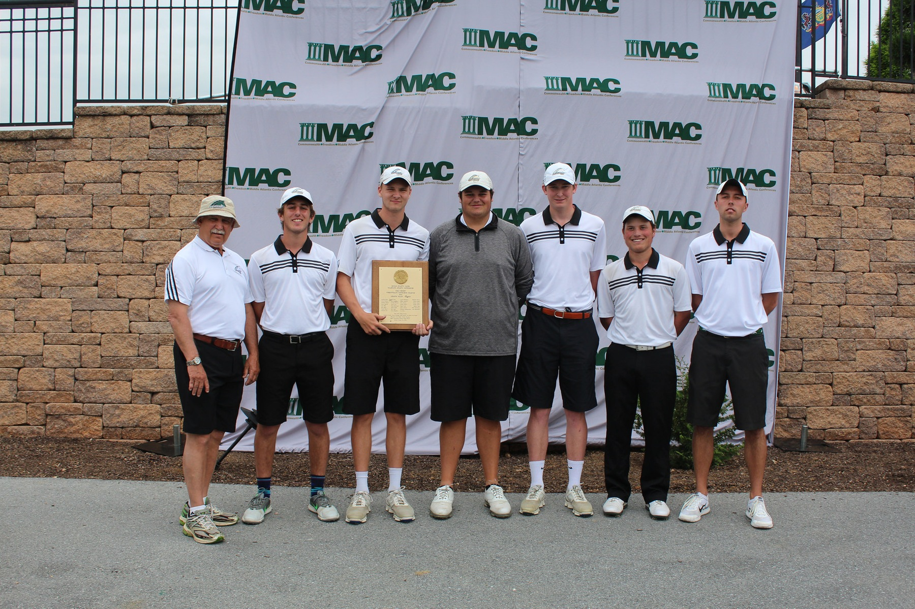 Men's Golf Overcomes 14-Stroke Deficit to Win Second-Straight MAC Commonwealth Championship