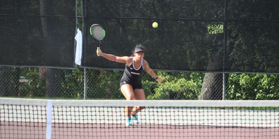 Paran Wins Twice; Linder Ties Program Mark on First Day of Women's Tennis' 2018-19 Season