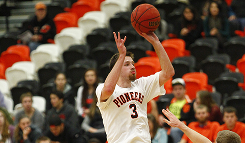 Men's Basketball Defeats Linfield 61-45; Sit in Second Place in NWC