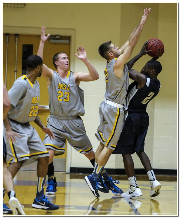 Lions' men's basketball team records a 75-57 road win at HCAC-foe Manchester University