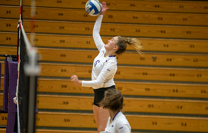 Women's Volleyball Finishes Home Weekend with Setback Against Le Moyne
