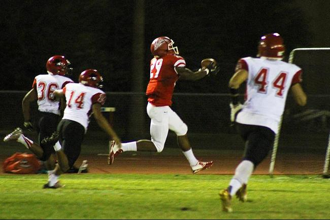 DeShawn Jones (#29) hauls in a long pass for a 79 yard touchdown reception in the 42-7 win over Glendale.