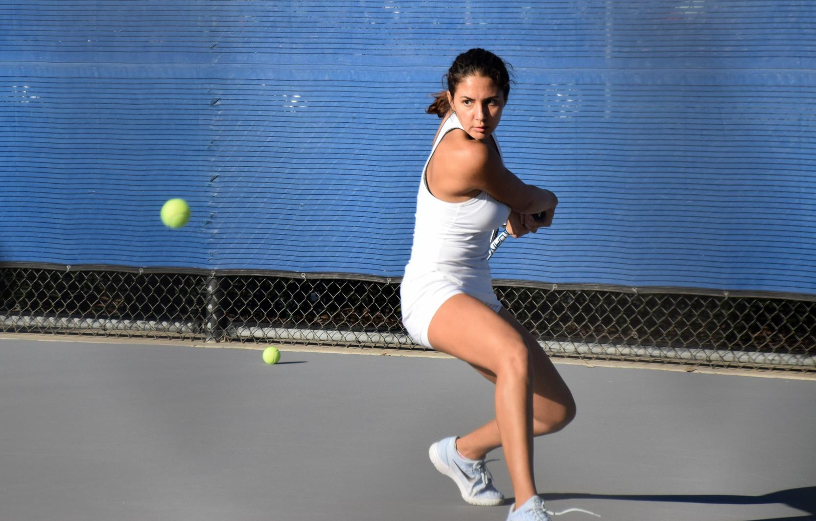 Women's tennis team falls in battle of highly ranked squads