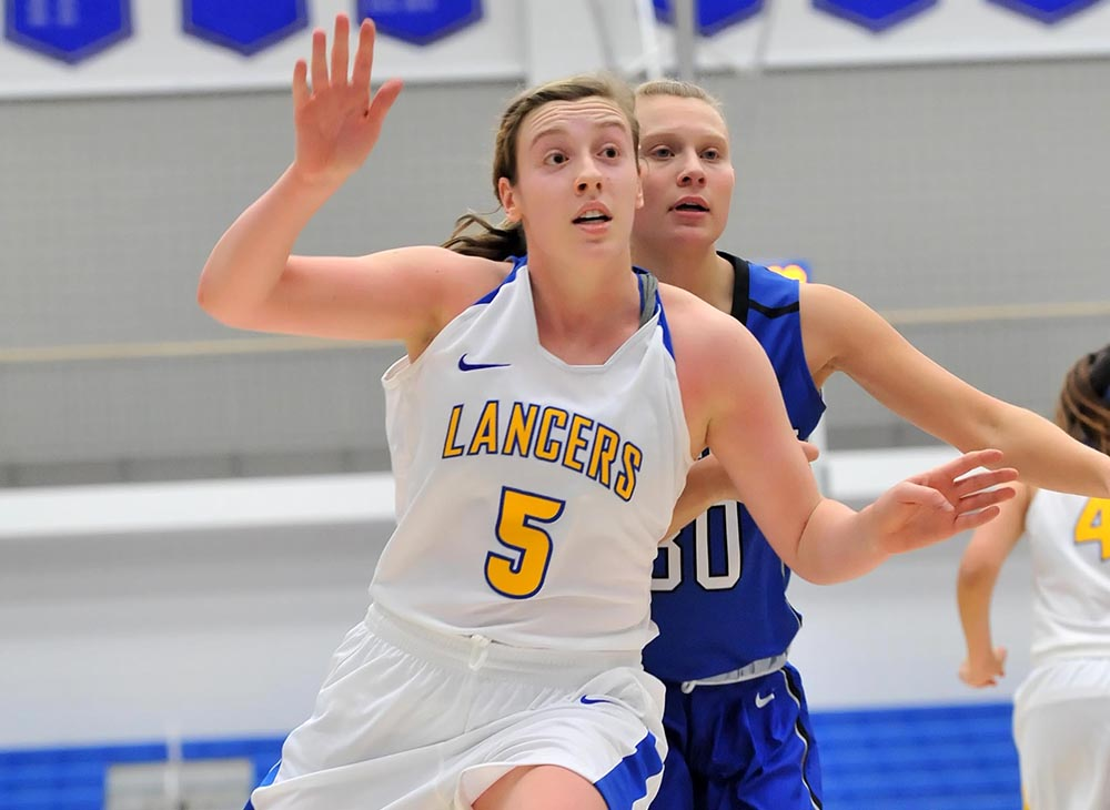 Women's Basketball Edged by Framingham State, 65-63