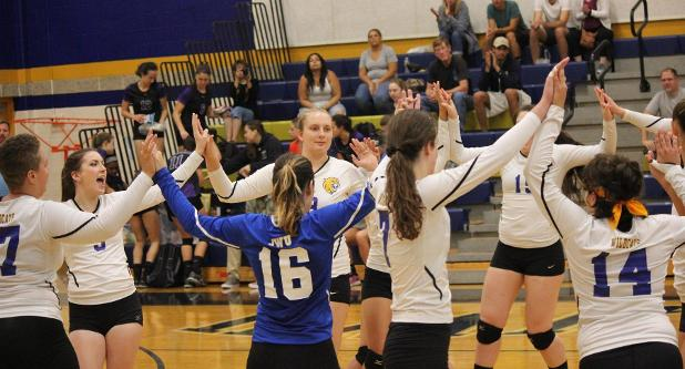 Women's Volleyball Cruises Past Emmanuel 3-0