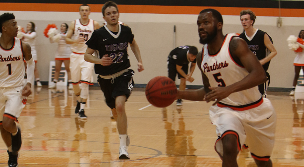 Men's basketball tops Iowa Wesleyan to secure SLIAC tourney berth