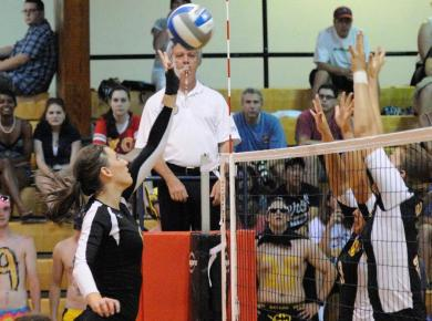 Petrels Start Season with Five-Set Victory