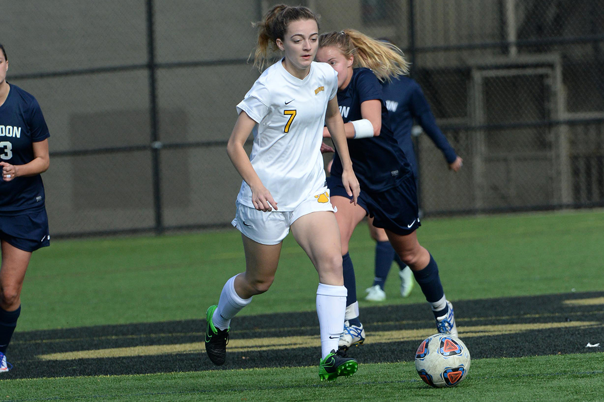 Women's Soccer Falls at Salve Regina