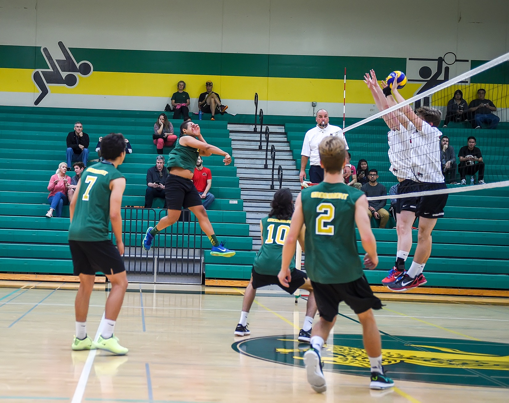 Men's Volleyball Dominates Santiago Canyon at Home