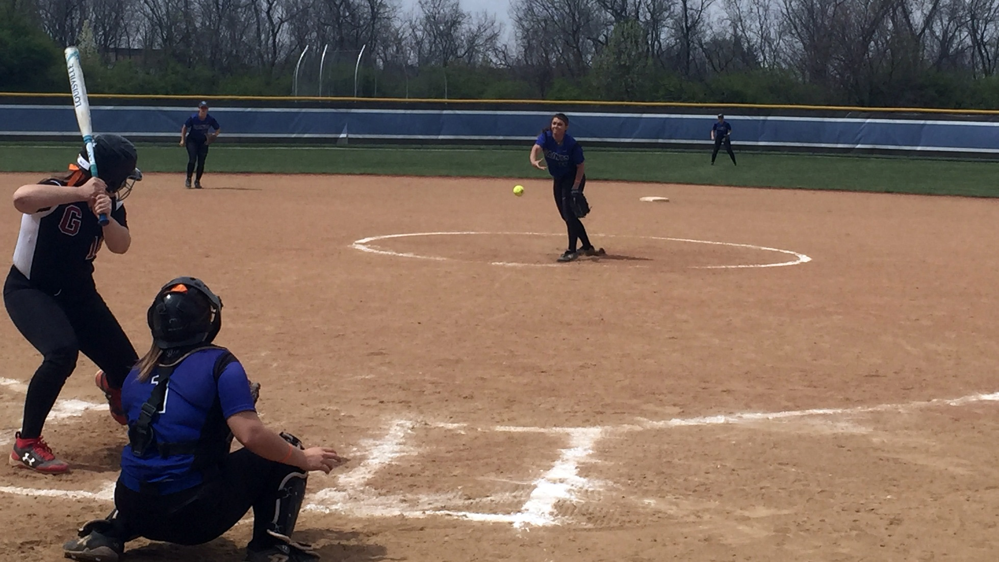 Softball Sweeps Grove City in PAC Double Header