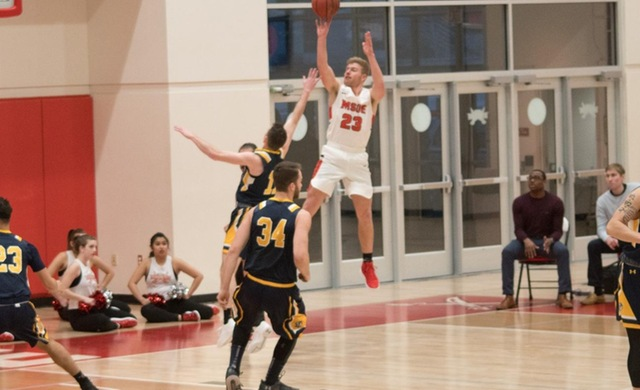 Men's Basketball Pulls Away With Big Second Half at Edgewood