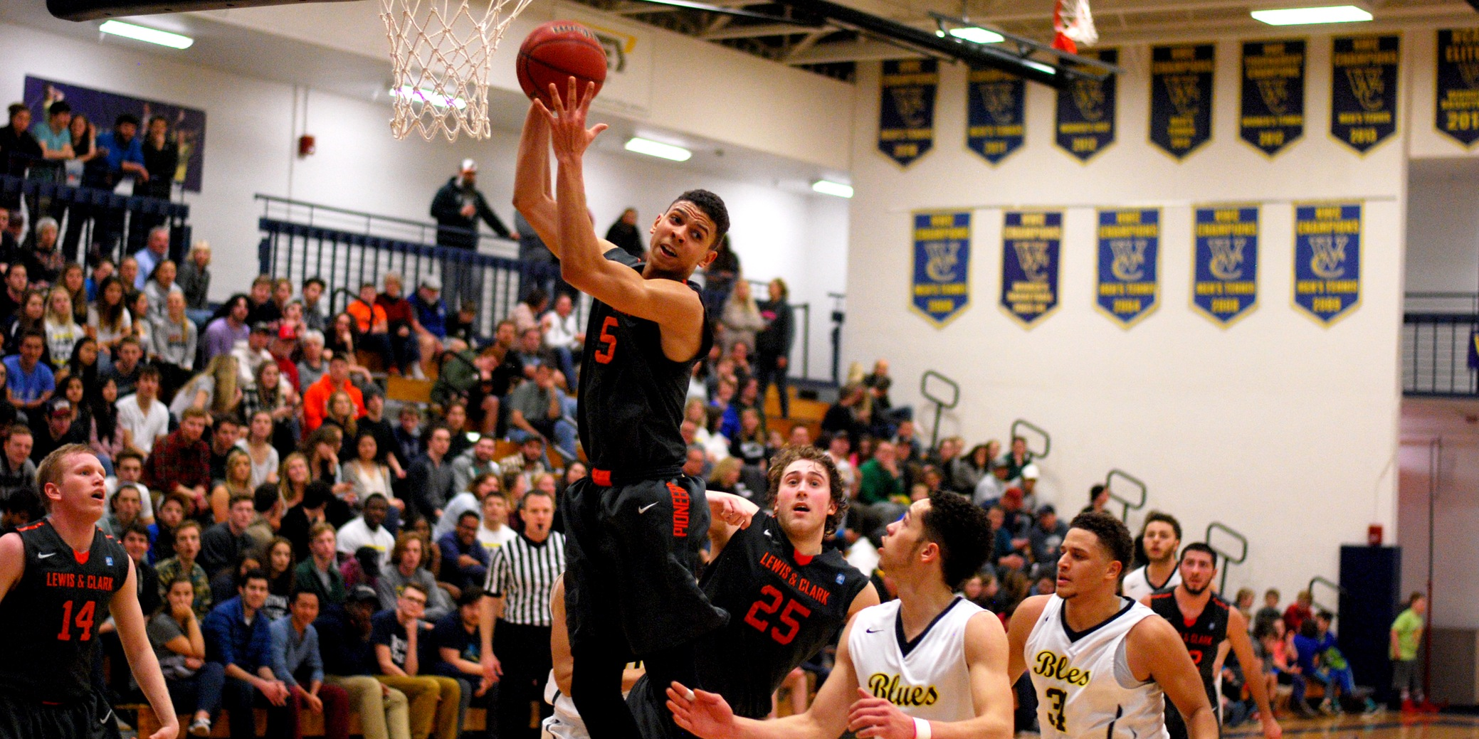 Leonard and Vickers combine for 30 in Lewis & Clark's loss at Whitman