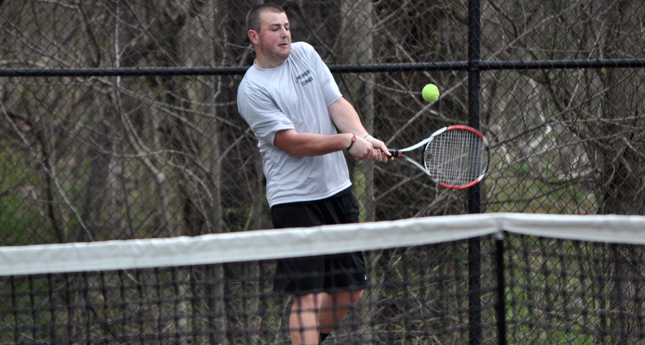 LC Men's Tennis Swings Past Averett University 5-1