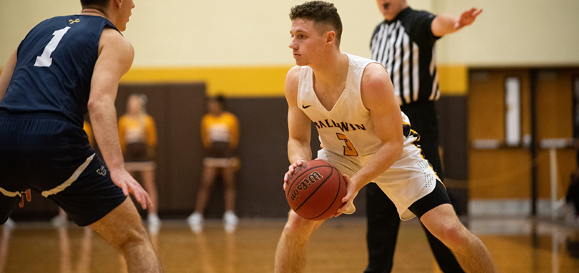 Senior guard Michel Quiring (Photo Courtesy of Jesse Kucewicz)