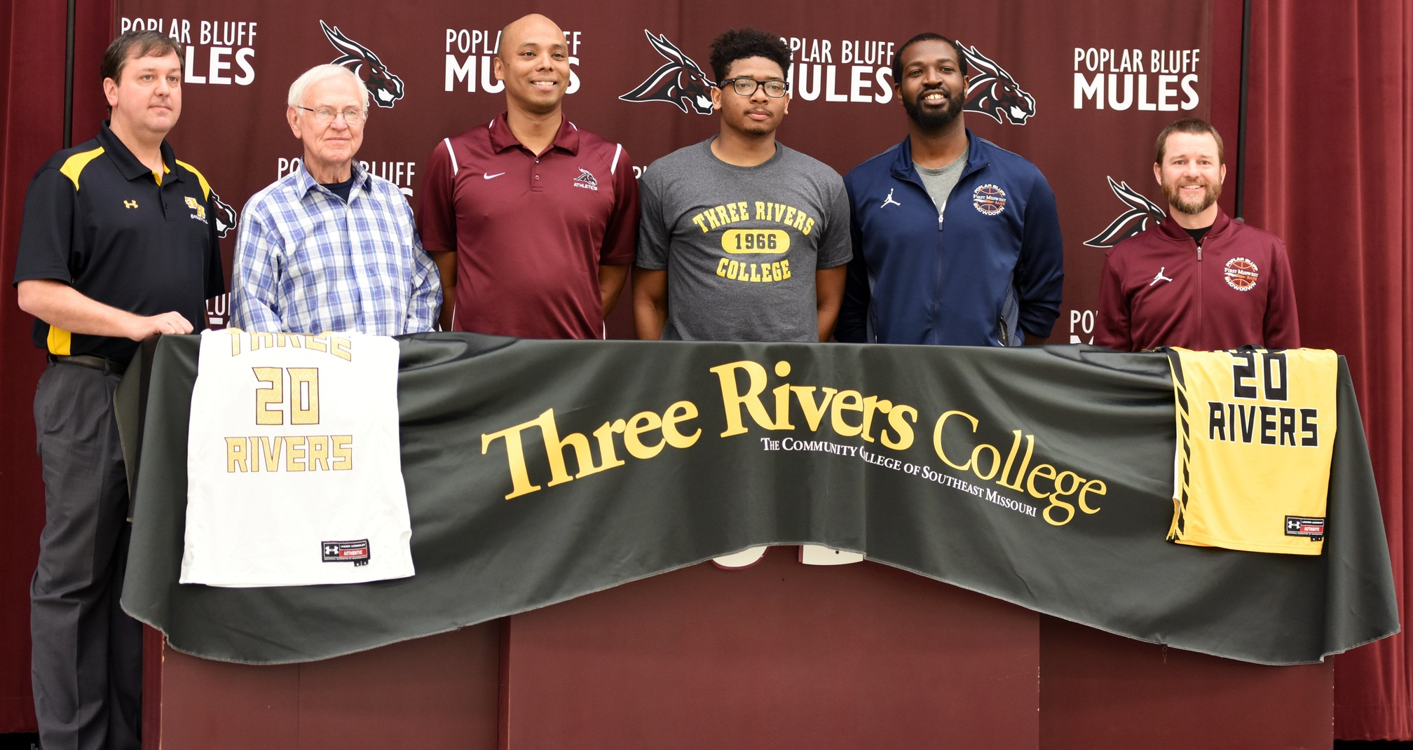 Poplar Bluff senior Dominique Hardimon signs with Three Rivers