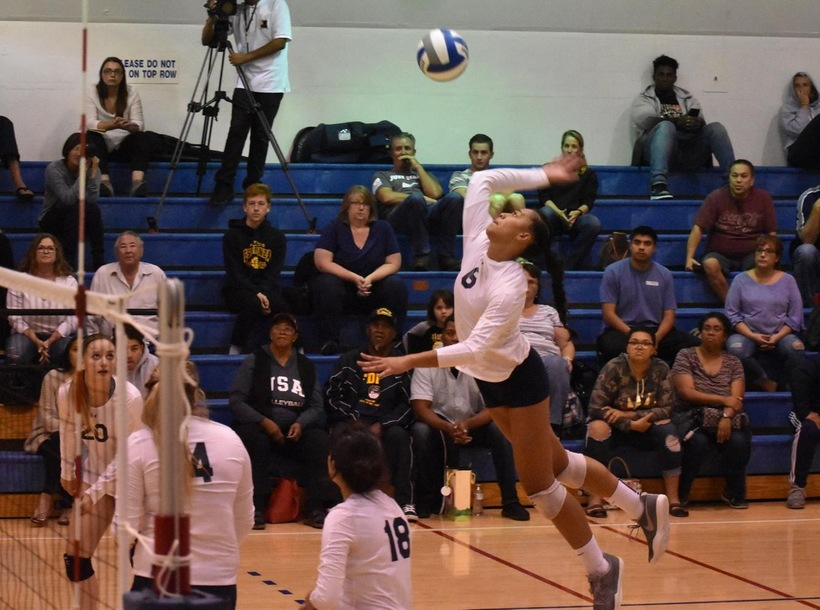 Women's Volleyball Outlasts Fullerton in Playoff Opener