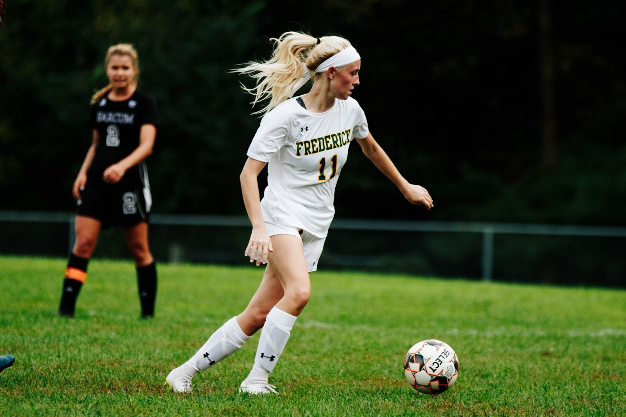 Women's soccer extends win streak to four