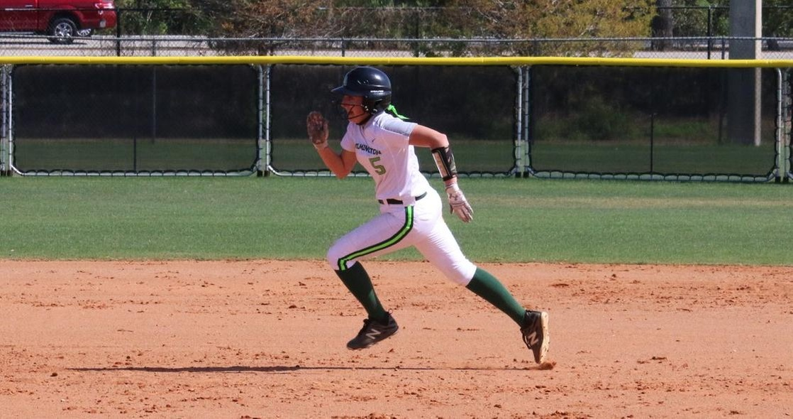 Softball Wins Wild Game Over SUNY Brockport, Fall to Swarthmore