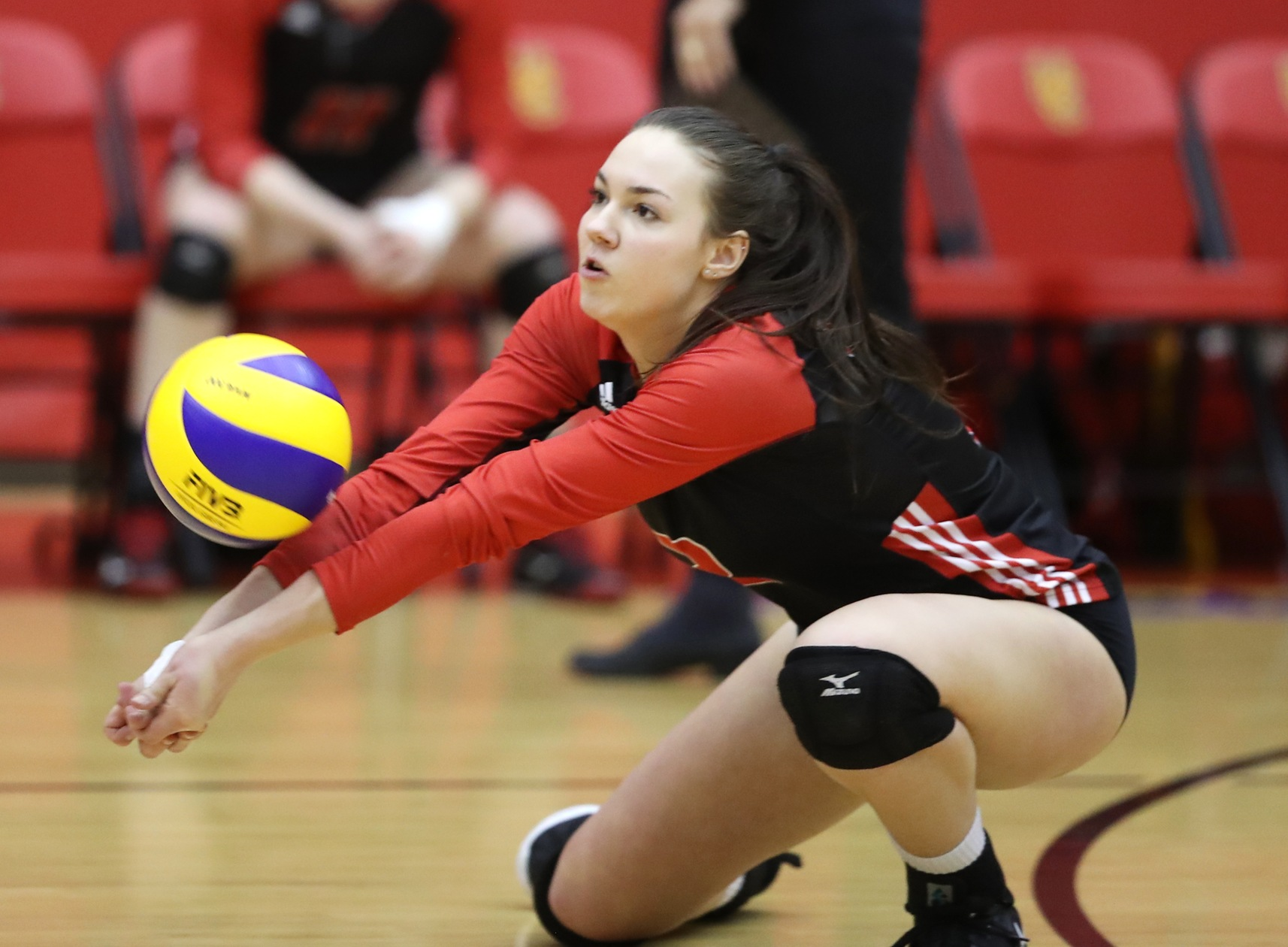 Kalena Schulz passes up a serve during the Winnipeg Wesmen's game with the Calgary Dinos at Calgary, Friday, Jan. 11, 2019. Schulz had a season-high .500 efficiency attacking in the match. (David Moll/Calgary Dinos)