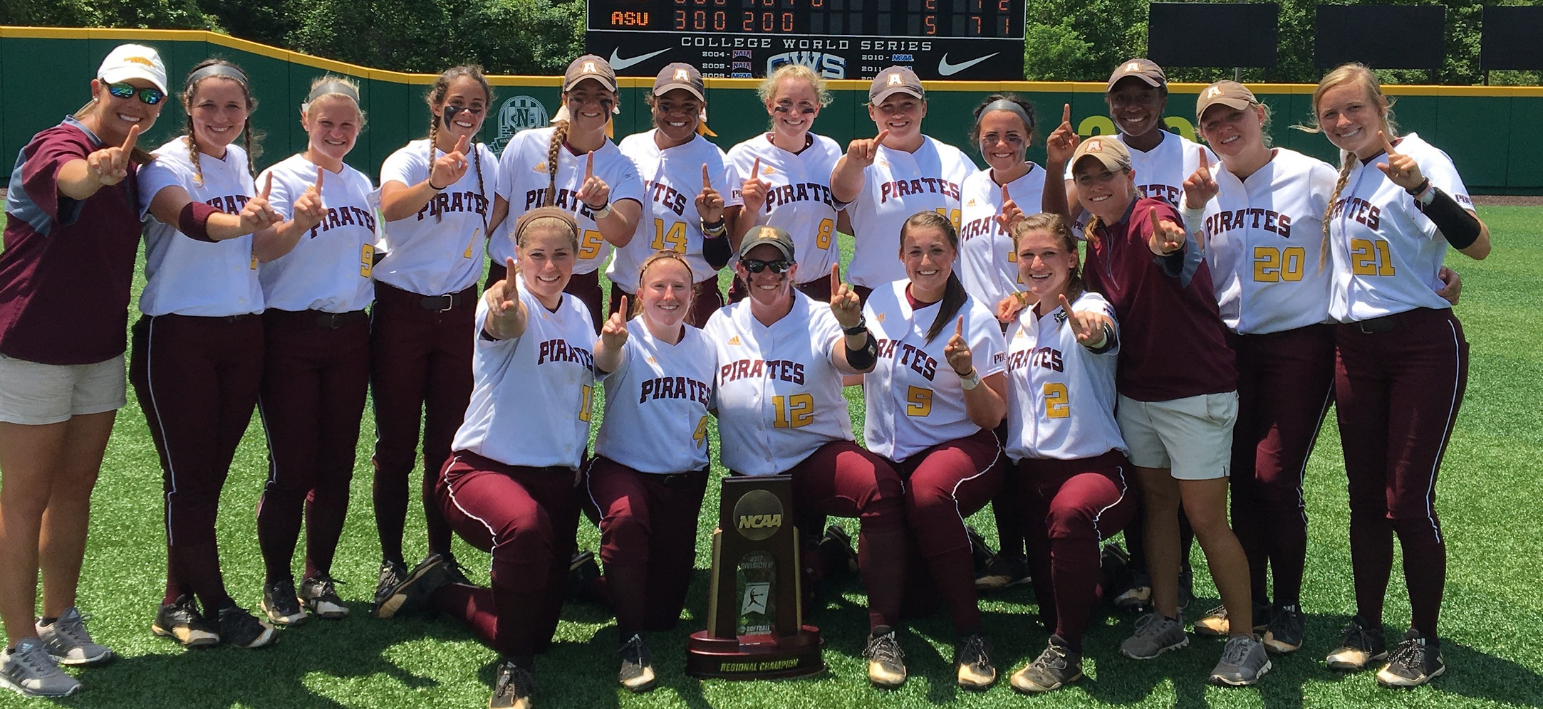 SUPER REGIONAL CHAMPIONS! Softball Headed To Salem With 5-2 Win Over No. 3 North Georgia