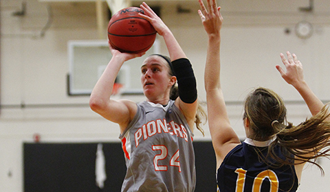 #6 Women's Basketball Opens NWC Play With Dominant 76-33 Win Over Linfield