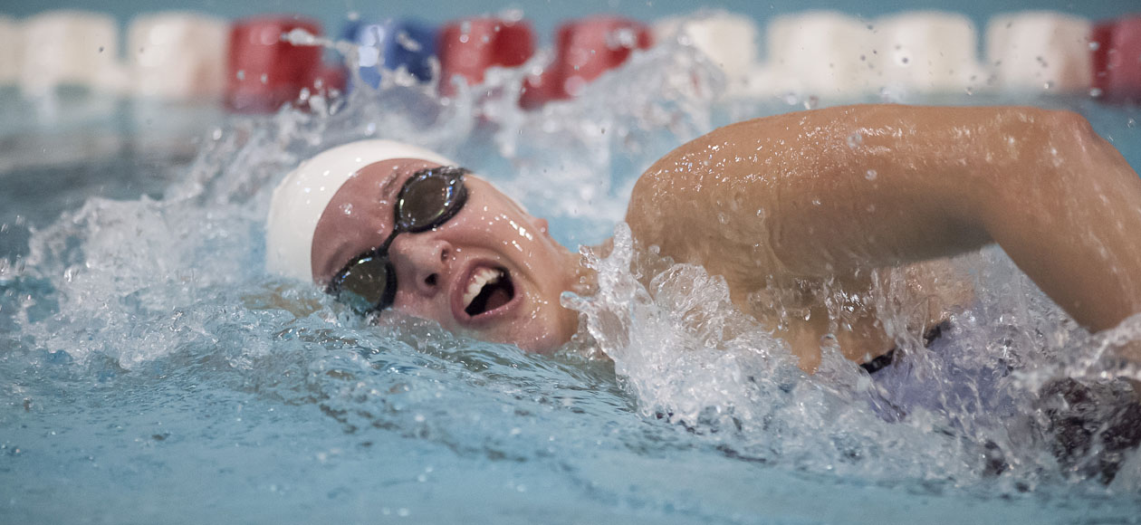 Williams Holds Off Women's Swimming and Diving