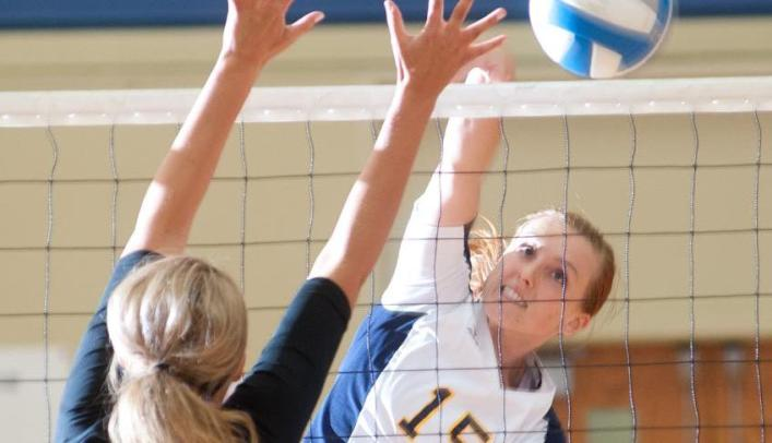Volleyball Earns Third at WIAC Tournament