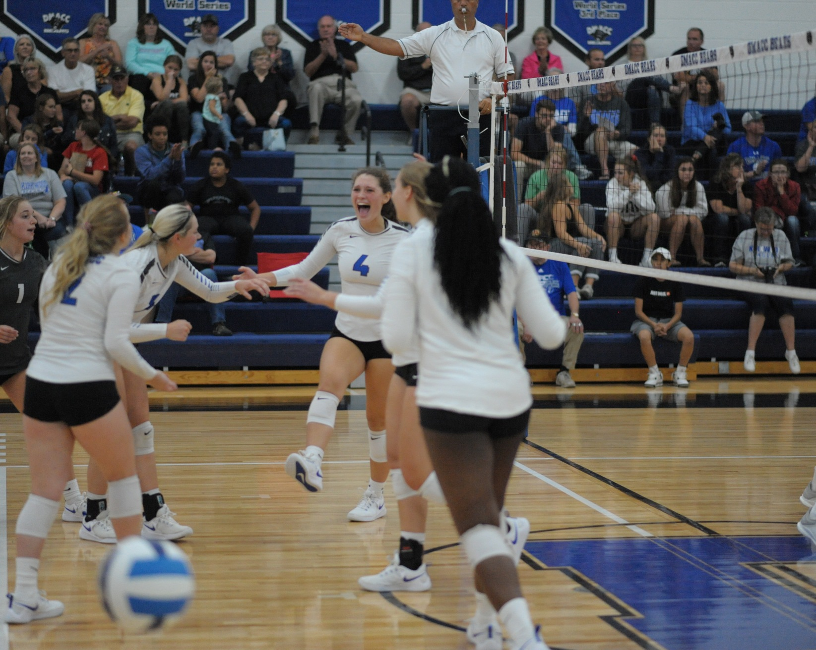 Parker, Paulsen lead DMACC volleyball team past NIACC, 3-1